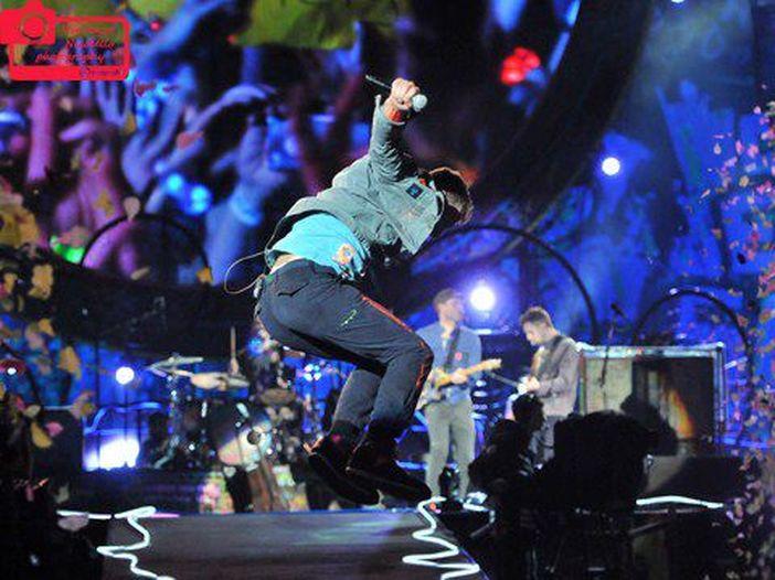 """Coldplay, dal vivo il nuovo album """"Ghost stories"""". La serata e le canzoni."""