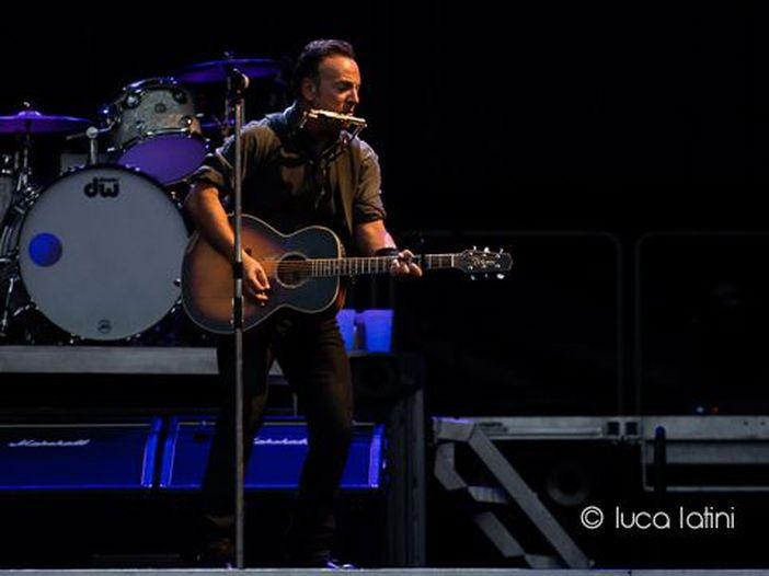 """Bruce Springsteen dal vivo in acustico nella sua """"high school"""": il nuovo album live del Boss"""