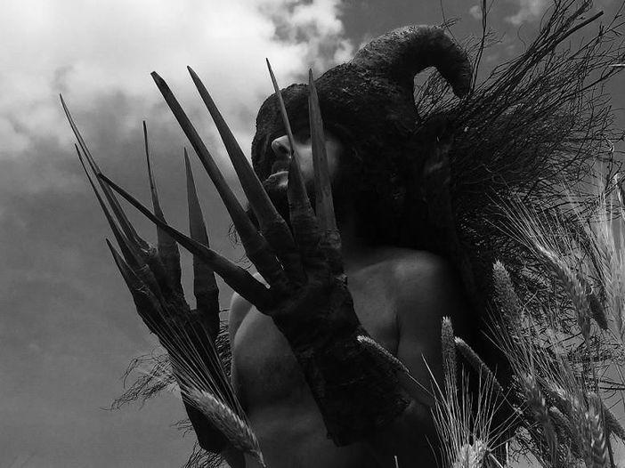 Vinicio Capossela, in anteprima esclusiva per Rockol il nuovo video di 'La bestia nel grano' - GUARDA