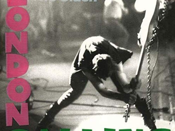 Il basso che distrusse Paul Simonon dei Clash va al museo