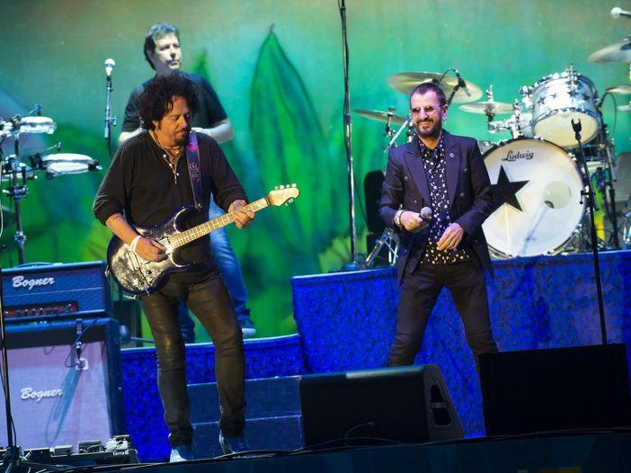 """Ringo Starr, l'intervista di Rolling Stone per l'uscita del nuovo album """"Give me love"""""""