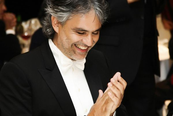 """Andrea Bocelli canta """"Amazing grace"""" e Barack Obama si emoziona durante la National Prayer Breakfast negli USA"""