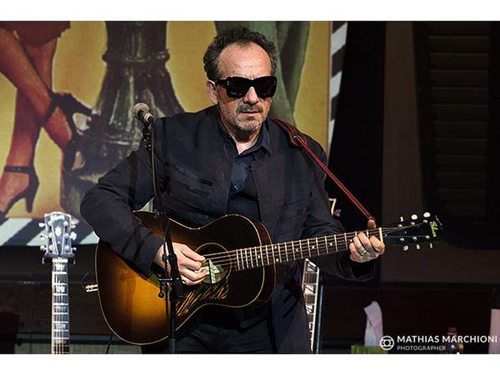Elvis Costello torna a suonare in TV: video