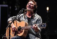 Eddie Vedder ricorda Daniel Johnston e Chris Cornell - VIDEO