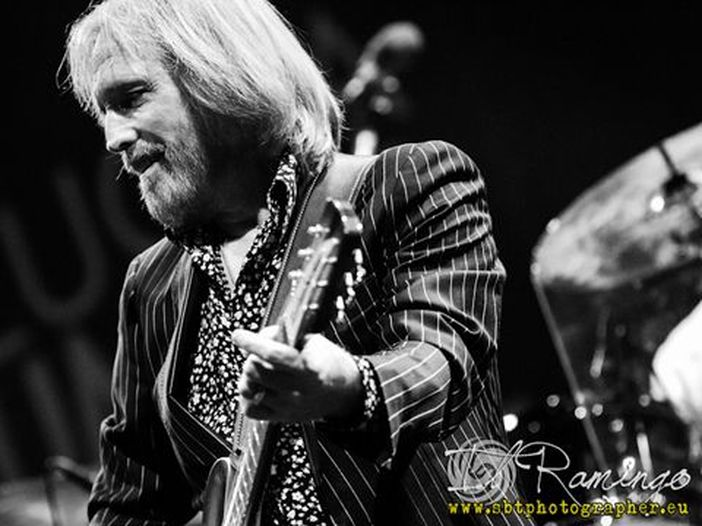 Sheryl Crow si fa in quattro per Tom Petty