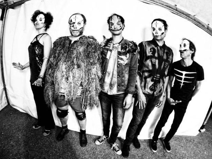 Concerti, Tre Allegri Ragazzi Morti: annunciati sette concerti in cui saranno Sei Allegri Ragazzi Morti