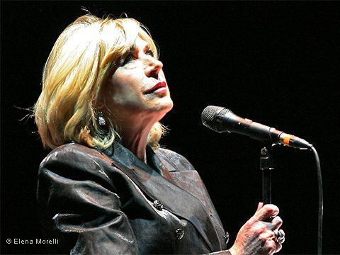 Marianne Faithfull e Roger Waters insieme per un brano di grande pathos. GUARDA