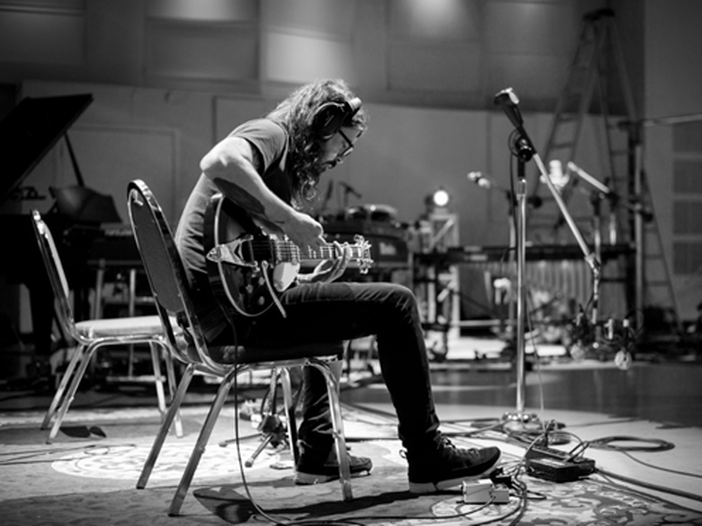 Dave Grohl (Foo Fighters) reinterpreta Bob Dylan. Guarda