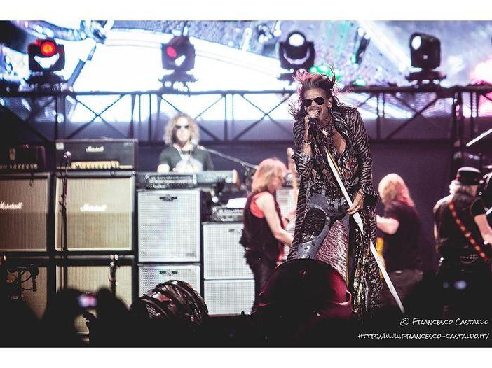 Steven Tyler degli Aerosmith colpito da una crisi epilettica
