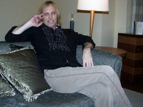 Recensiti su Rockol: Eminem, Tom Petty, Gaslight Anthem. dARI, The Drums, B.O.B.