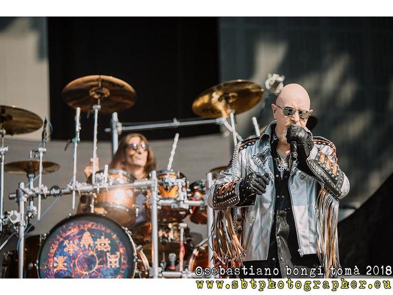 Judas Priest: sul palco arriva un toro gigantesco