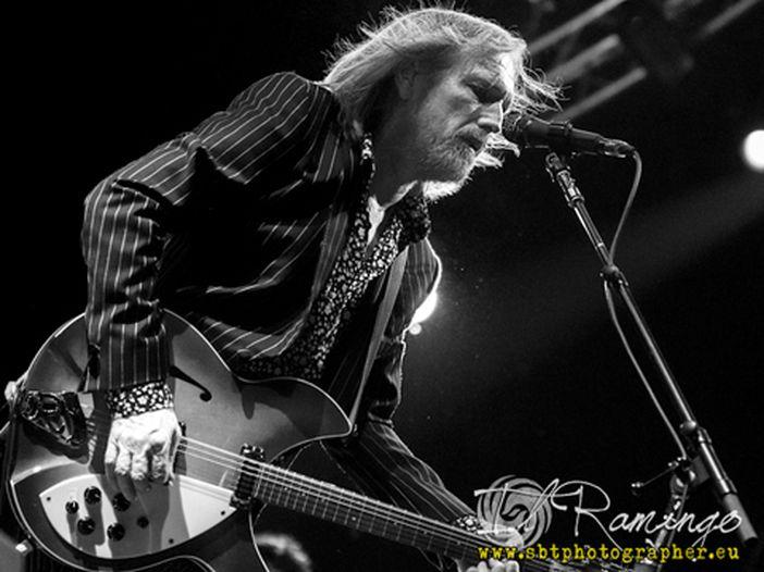 Dai Wilco a Miley Cyrus, passando per Coldplay, Ke$ha, Gov't Mule e i tifosi dei Florida Gators: le migliori cover per ricordare Tom Petty - VIDEO