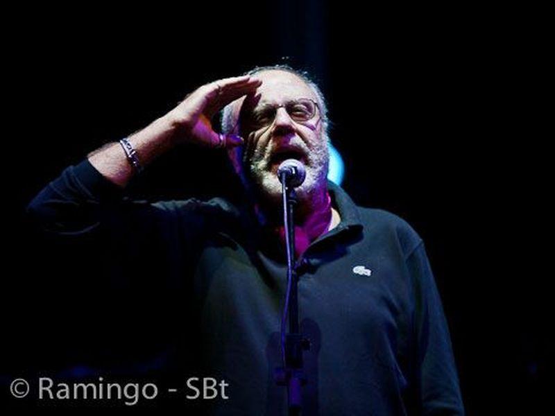 16 Ottobre 2010 - Premio Ciampi - Teatro Goldoni - Livorno - Ernesto Bassignano in concerto