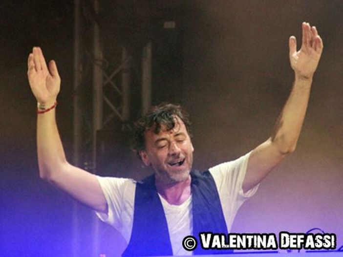 Benny Benassi: arriva 'Dance the pain away' con John Legend