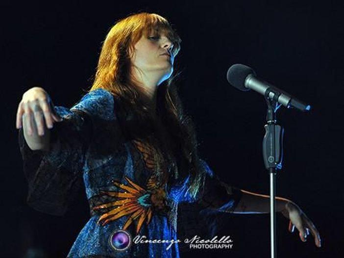 """I Florence and the Machine inaugurano l'account Instagram annunciando l'uscita del singolo """"Hunger"""" - GUARDA"""