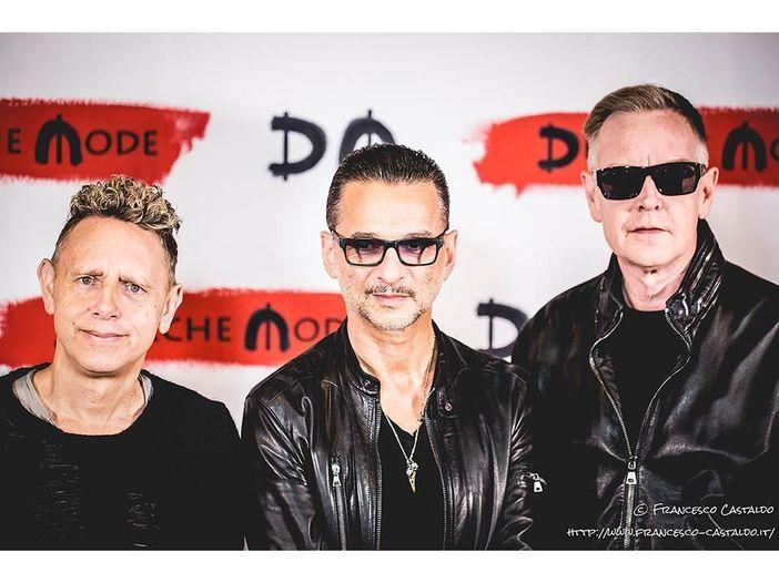 In studio con i Depeche Mode per un'anteprima del tour: la band suona 'Where's the revolution' - GUARDA