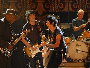 Rolling Stones, zombie e Noomi Rapace nel video di 'Doom and gloom'. Guarda