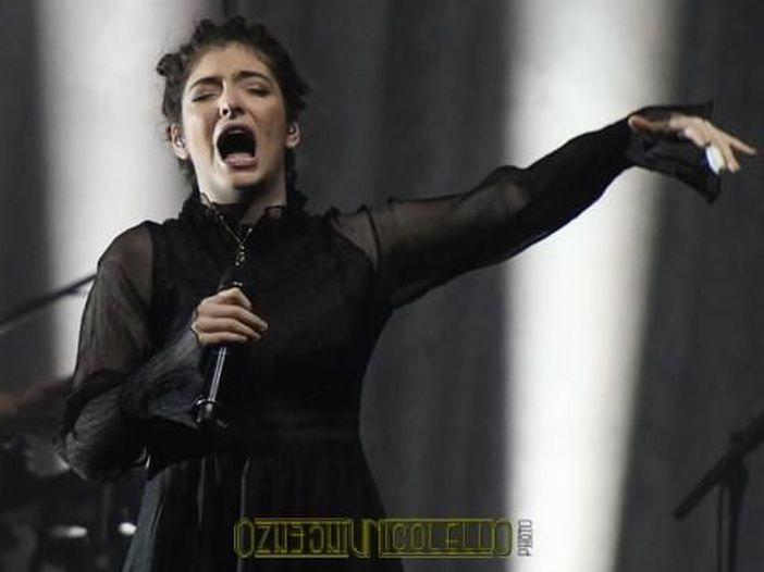 Lorde e il messaggio nascosto a favore delle donne ai Grammys - GUARDA