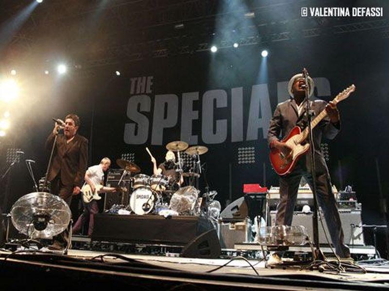 15 Luglio 2010 - Traffic Free Festival - Venaria (To) - Specials in concerto