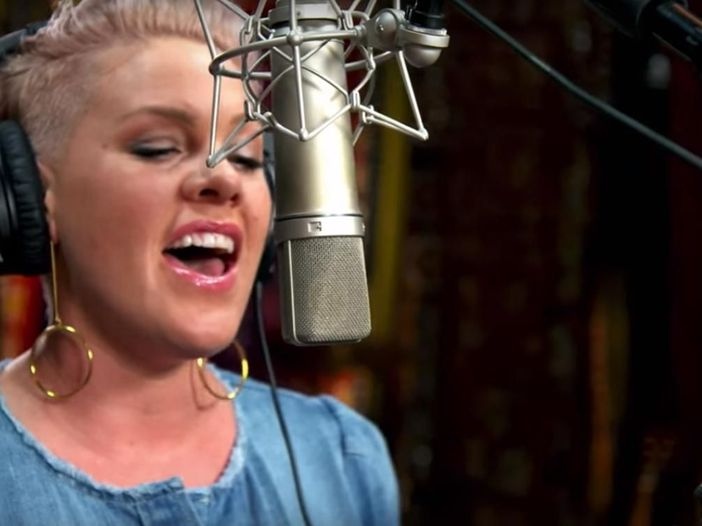 Classifiche, Billboard album chart: Pink prima con 280.000 copie