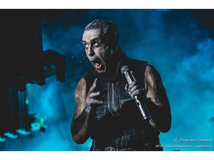 Rammstein, Till Lindemann collabora con il rapper Haftbefehl sul singolo 'Mathematik' - VIDEO