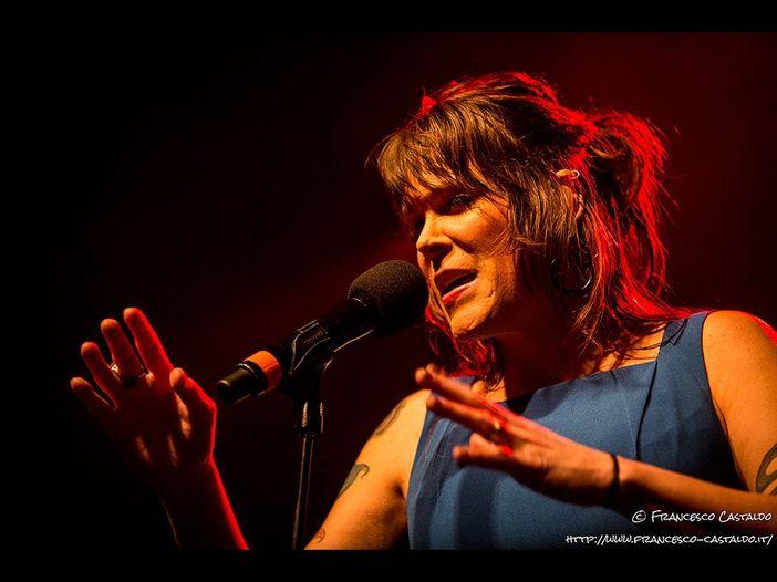 Beth Hart, delicatezza e potenza dal vivo: Live@Rockol - VIDEO