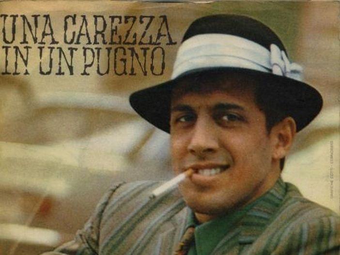"""Adriano Celentano, la storia di """"Una carezza in un pugno"""""""