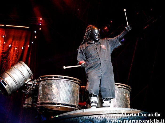 Slipknot, il percussionista Chris Fehn non fa più parte della band (dopo averla citata in giudizio)