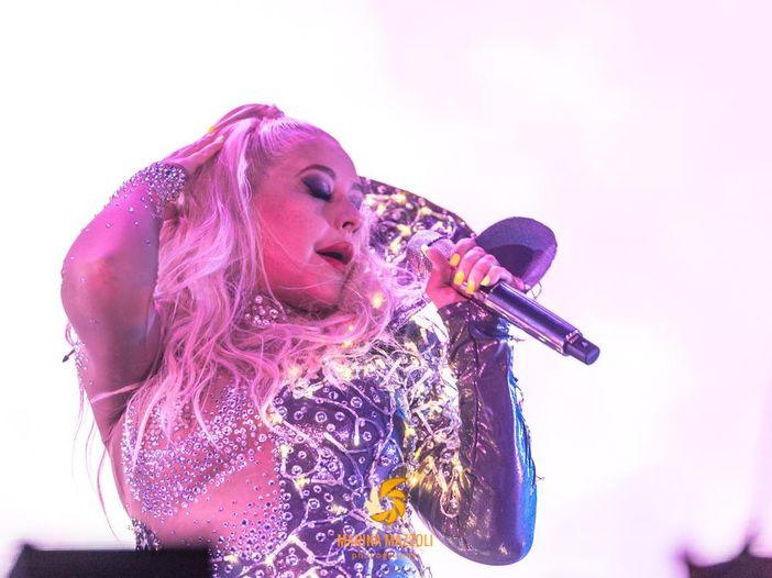 Christina Aguilera chiede di esibirsi in un bar, ma viene respinta - VIDEO