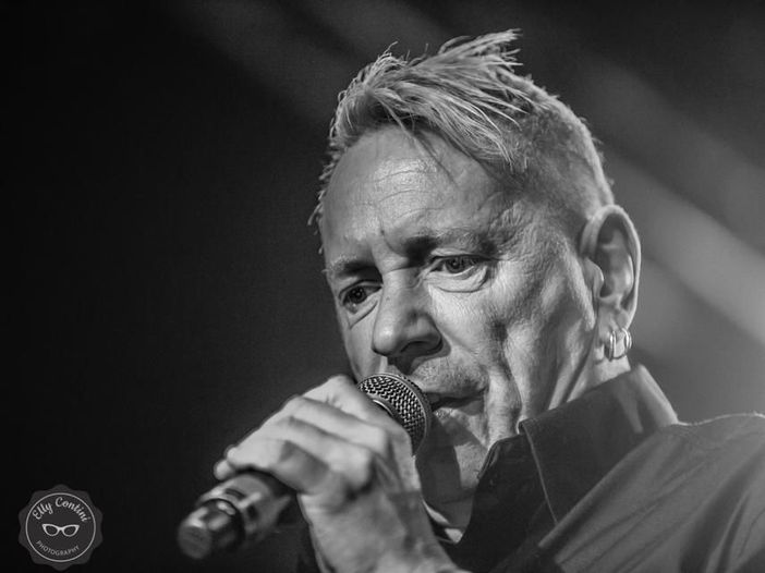 John Lydon definisce i Green Day 'ampollosi' e 'imbarazzanti'