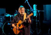 Francesco Guccini compie 80 anni: la sua poetica del ricordo in quindici canzoni