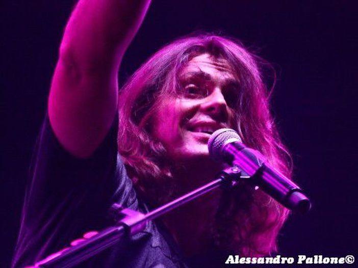 Gianluca Grignani: i concerti acustici sono rinviati al prossimo marzo