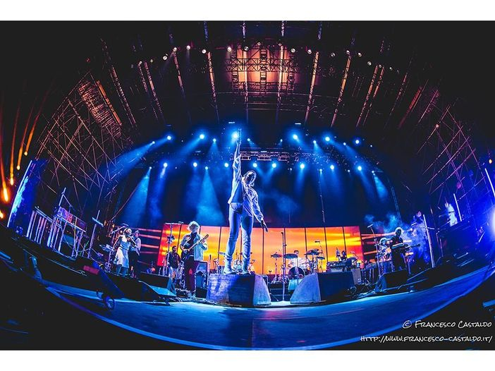 Arcade Fire: a Glasgow l'ospite è Jim Kerr dei Simple Minds