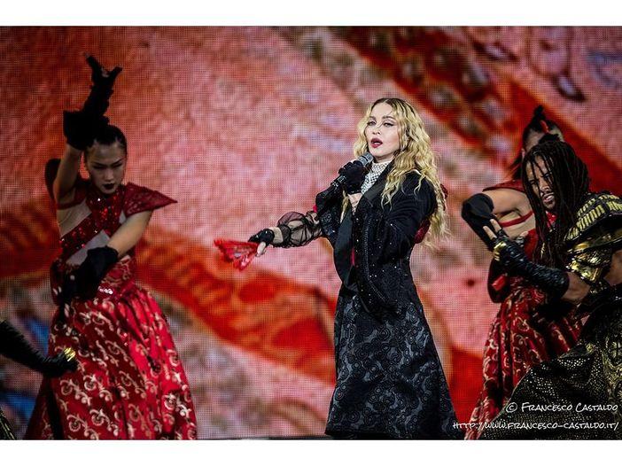 Madonna, all'asta fotografie di nudo d'epoca