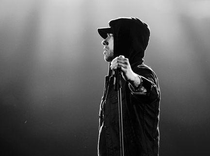"""Dilaga su TikTok il movimento """"Cancel Eminem"""" a causa di un suo testo"""