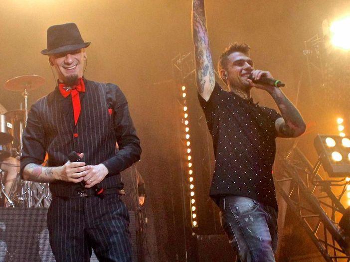 J-Ax e Fedez, esce il nuovo singolo 'Assenzio': ci sono anche Levante e Stash dei Kolors - COPERTINA