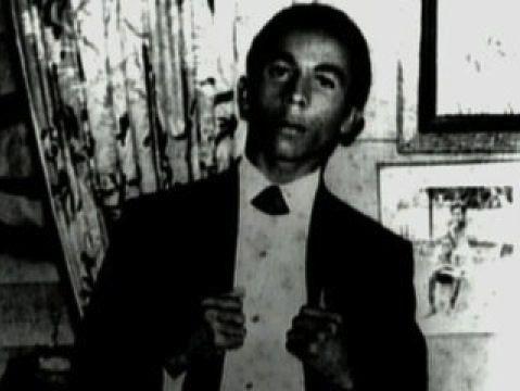 Nesta Robert Marley, detto Bob, nasce a Nine Mile, in Giamaica, il 6 febbraio del 1945 da un padre bianco di origini britanniche e da una madre giamaicana nera