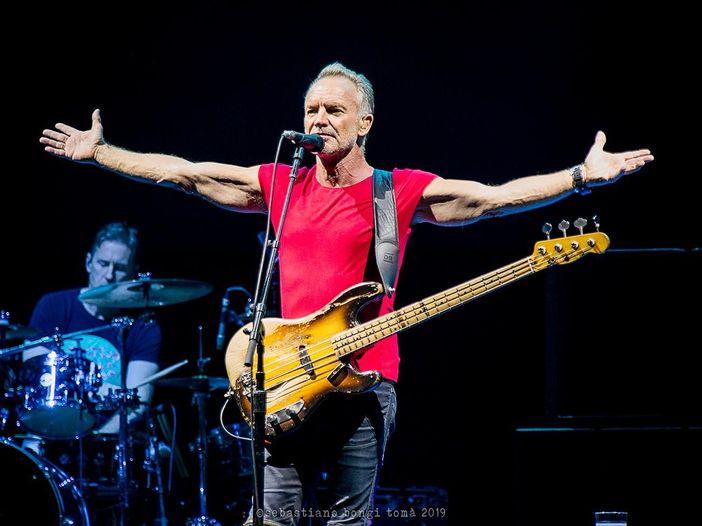 Concerti, Sting: tutto il tour rimandato al 2021. Slitta anche la data a Parma