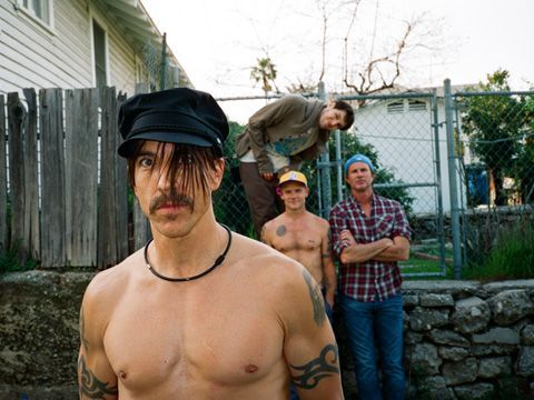 Red Hot Chili Peppers, ascolta qui il singolo 'In love dying'