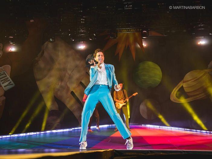 Mika: domani uno show benefico in streaming (gratis) per il Pride