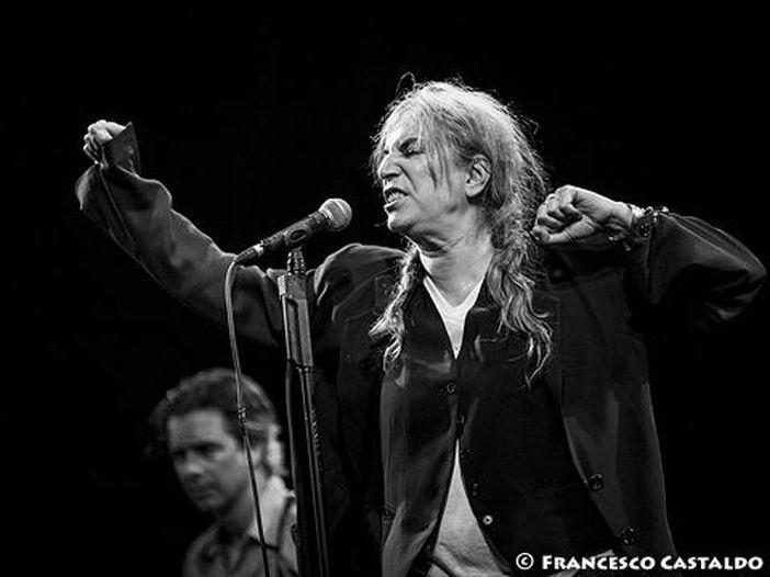 Concerti, Patti Smith a Roma dedica un brano a Roberto Saviano