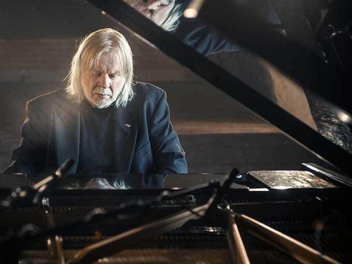 """Rick Wakeman e l'astronauta Chris Hadfield suonano """"Space Oddity"""" di David Bowie - VIDEO"""
