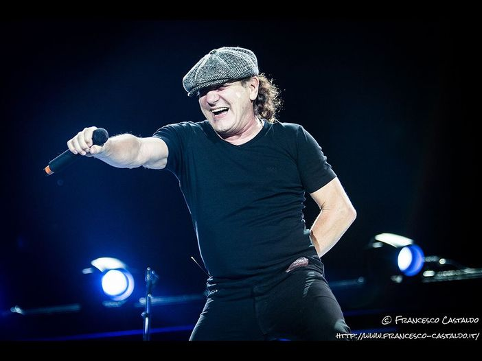 AC/DC: Brian Johnson torna a cantare dal vivo (insieme a Robert Plant e Paul Rodgers) - VIDEO