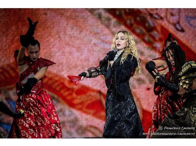Madonna, quella gaffe sul coronavirus e l'attacco di Annie Lennox