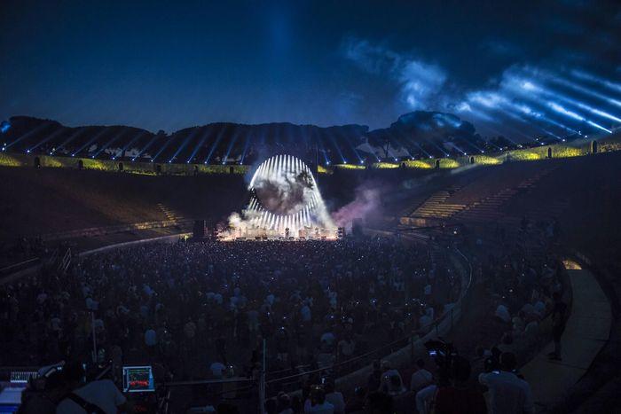 https://a6p8a2b3.stackpathcdn.com/DdsMeyHFVclPkG_UeRvh667yDOo=/700x0/smart/rockol-img/img/foto/upload/nuovo-foto-concerto-david-gilmour-pompei-7-luglio-2016-prandoni-397.jpg