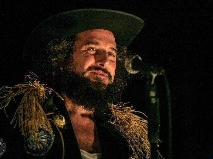 """Vinicio Capossela, è online il video di """"Il treno"""" - GUARDA"""