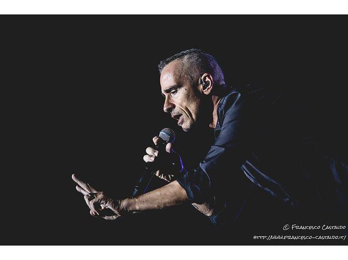 """Eros Ramazzotti: il nuovo album """"Vita ce n'è"""" esce il 23 novembre. Da febbraio parte il tour"""