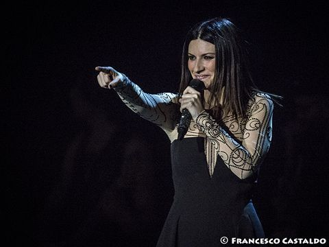 Laura Pausini, esibizione sulle note di 'We will rock you' a La Voz - GUARDA