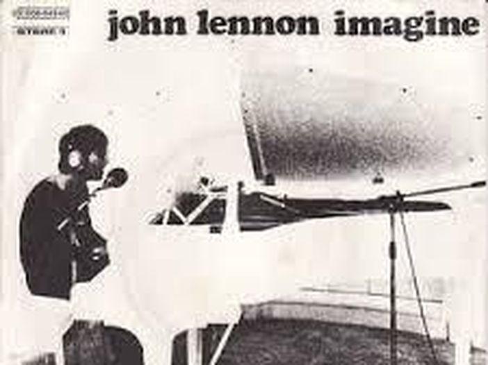 """John Lennon, esce un box con 8 album in vinile. Affinità e divergenze con il """"classico"""" 'John Lennon Anthology'"""