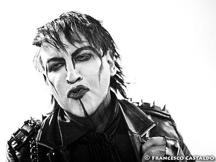 Marilyn Manson ha deciso di consegnarsi alla polizia, dopo il mandato di arresto